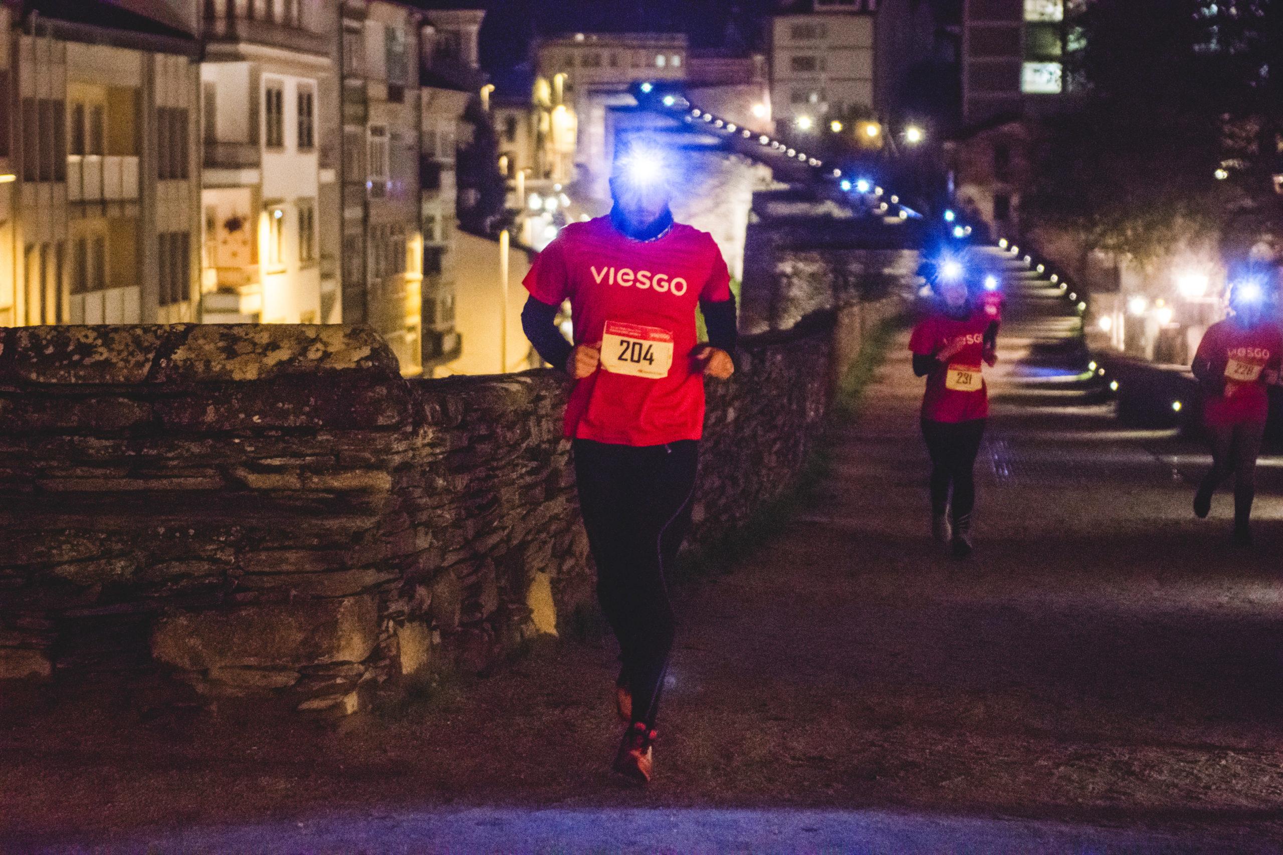 viesgo-carrera-noche-muralla